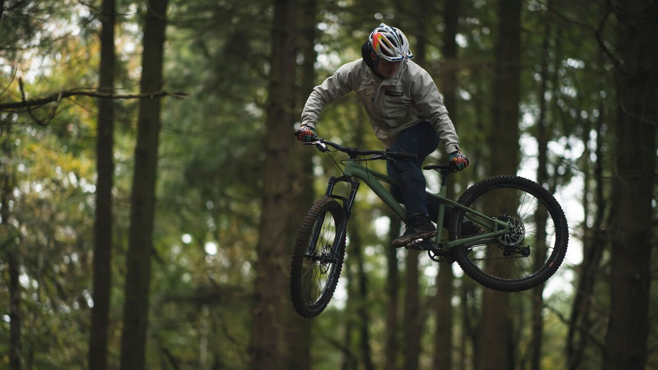 Man jumps with Canyon Stoic trail bike
