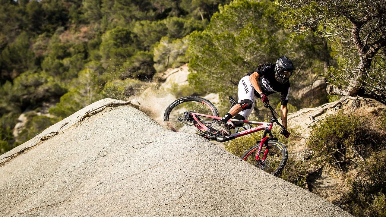 Enduro Mountain Bikes | Buy online | CANYON BT